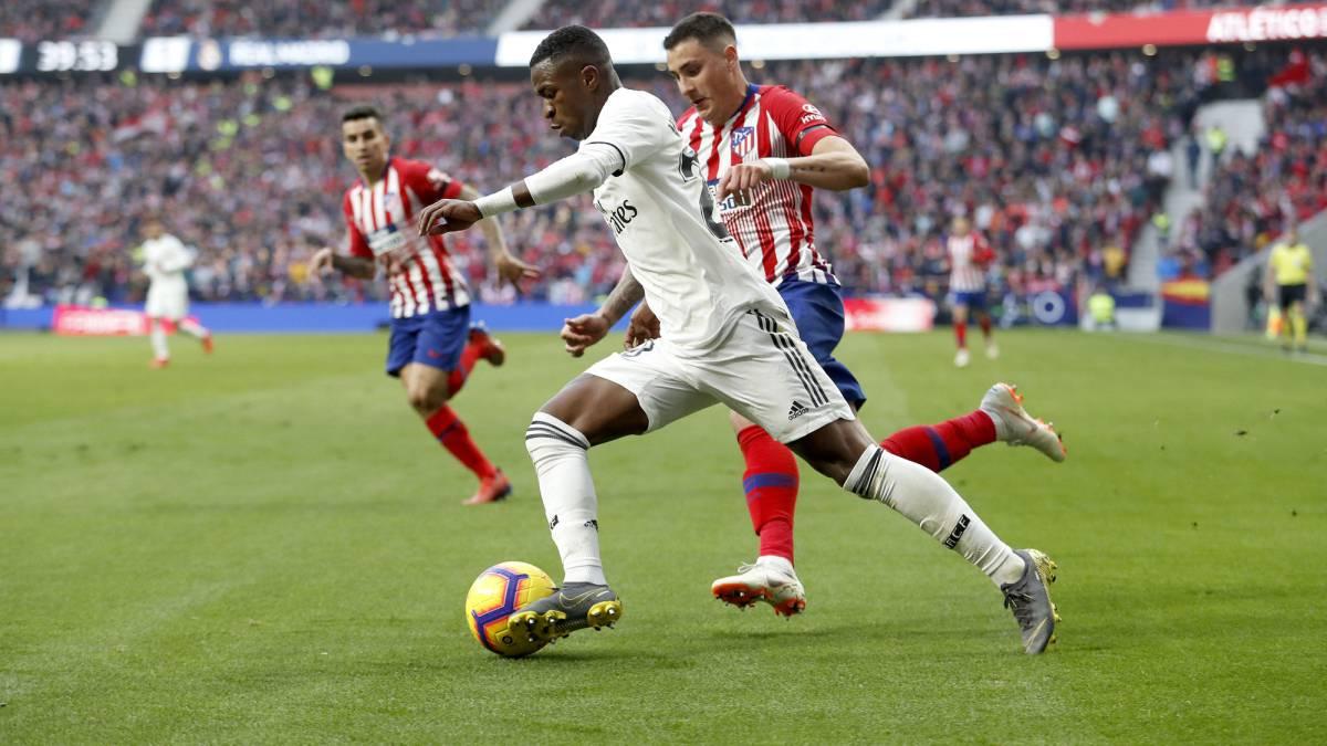 Ajax e Real Madrid se enfrentam com jovens brasileiros nos seus ataques