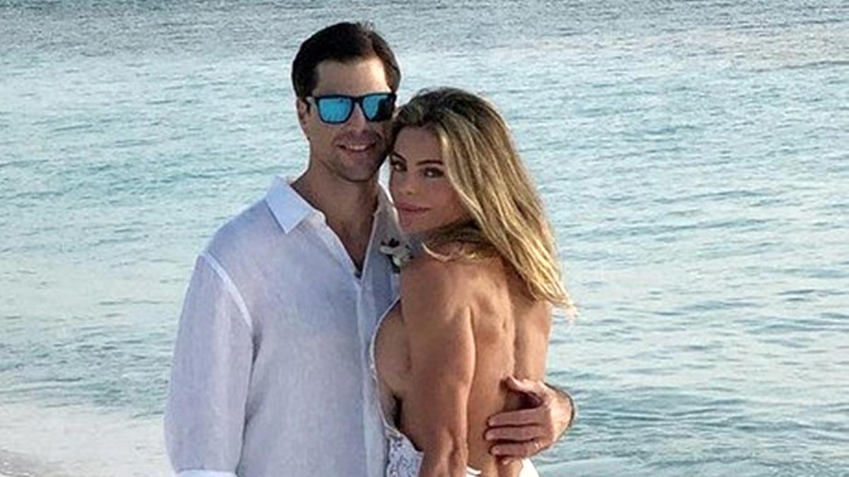 Daniela Cicarelli exibe vestido de noiva ousado nas redes sociais
