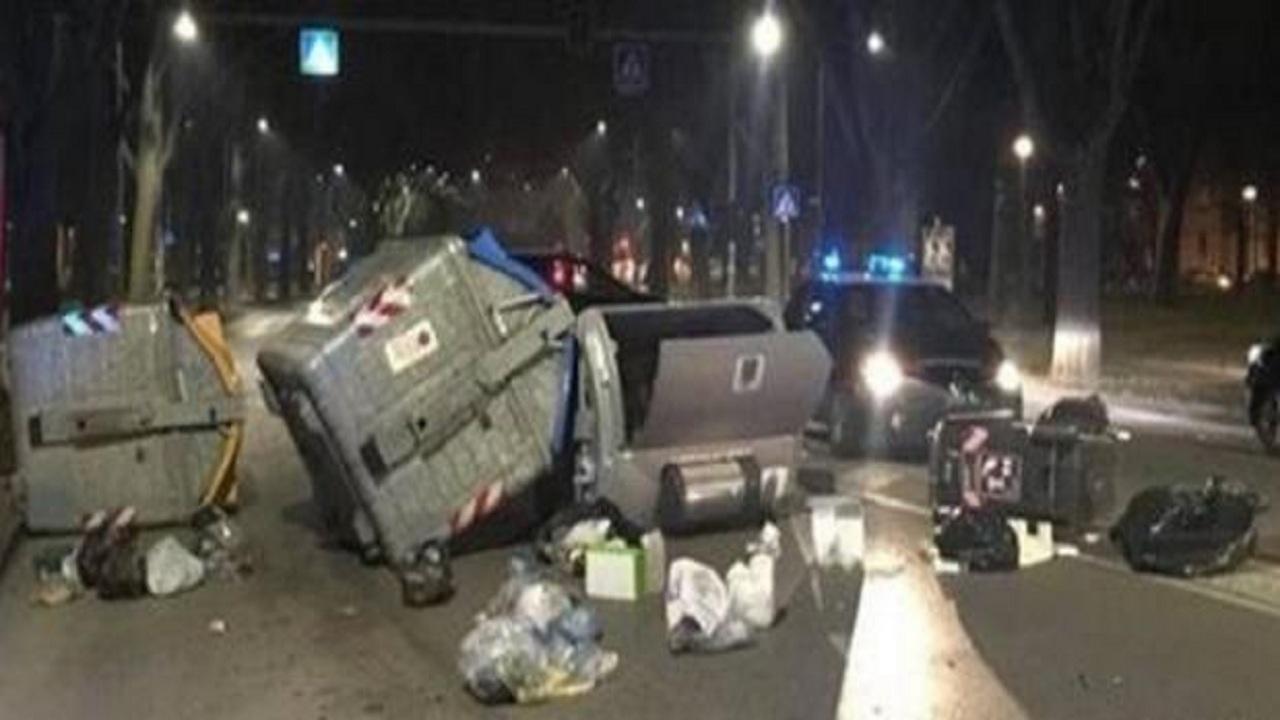 Ferrara, immigrati in strada minacciano i militari: Salvini commenta