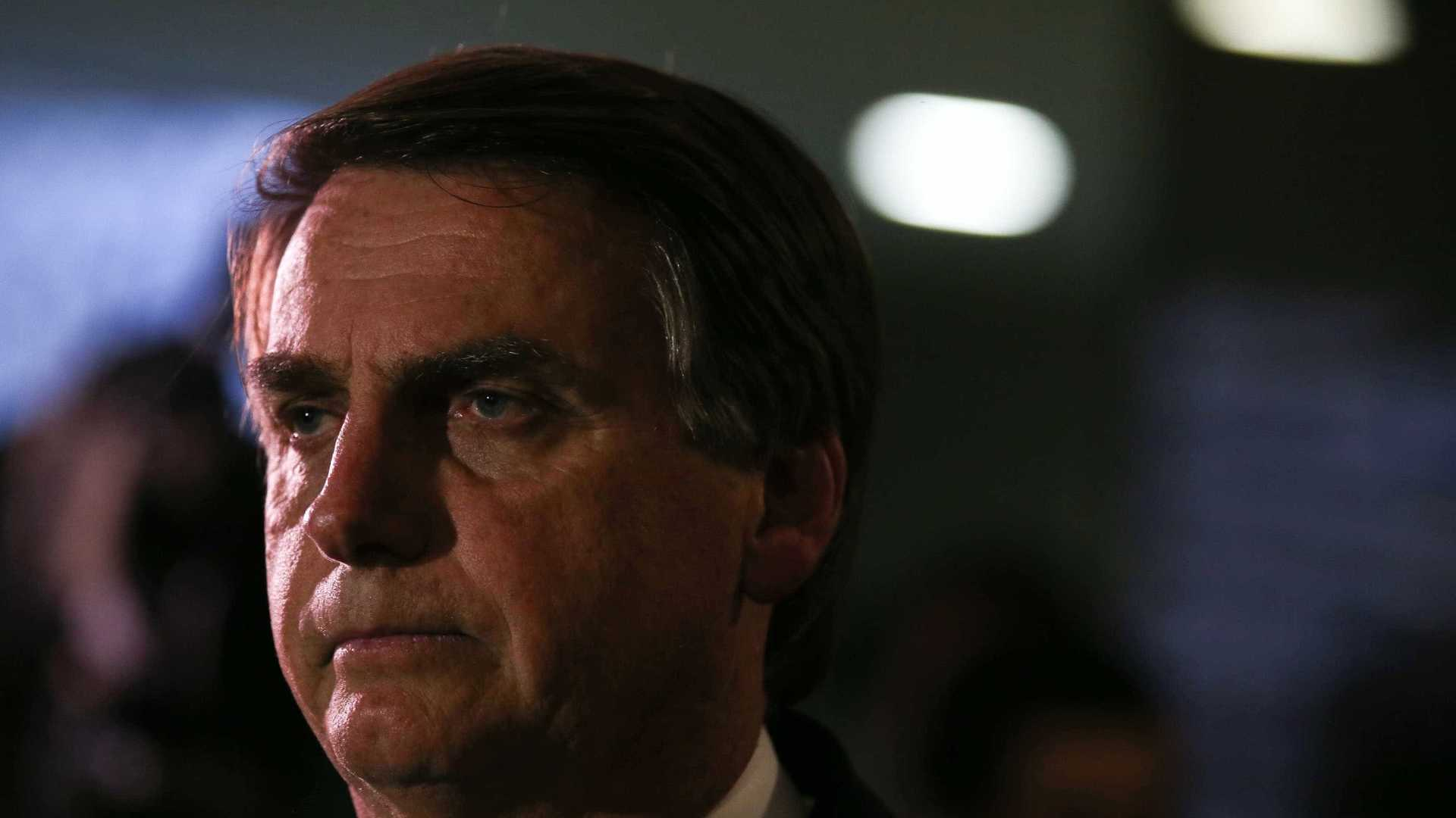 Bolsonaro publica vídeo de marcha de carnaval para rebater Caetano Veloso e Dani Mercury