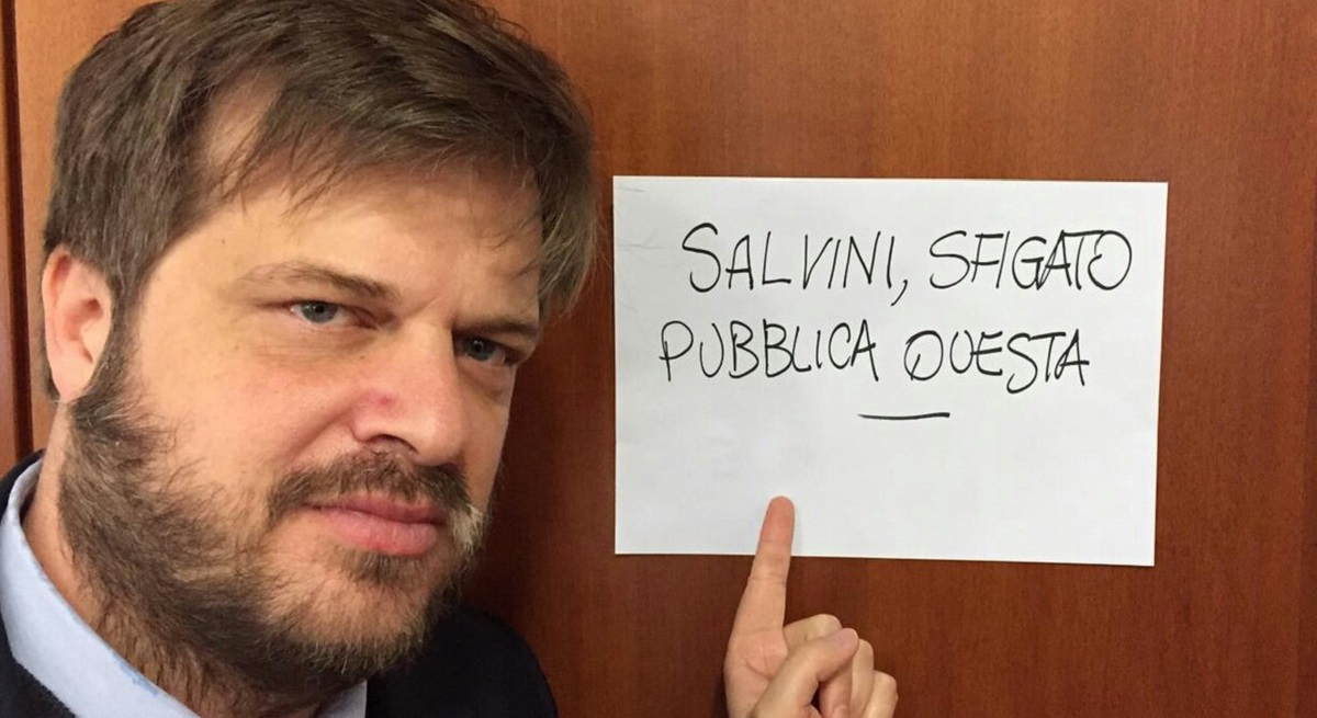 'Salvini, sfigato pubblica anche questa': l'assessore Majorino provoca il vicepremier