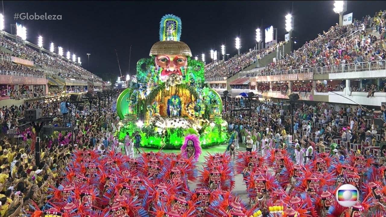 Mangueira conquista pontuação máxima e é campeã do Carnaval carioca