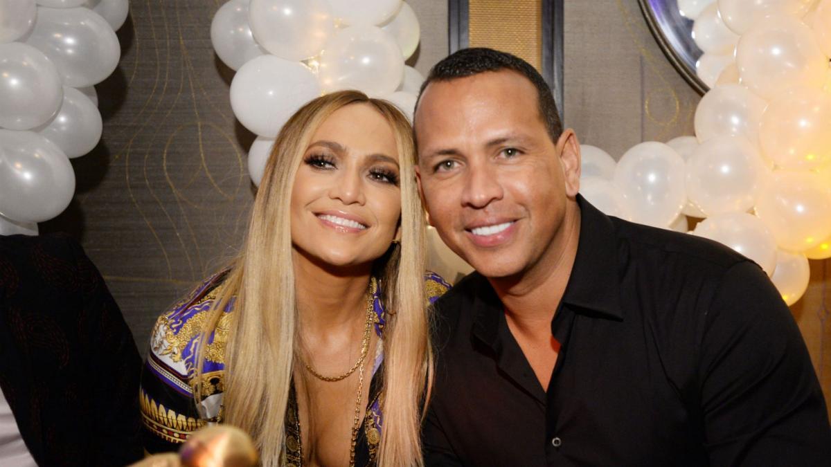 Con un anillo de un millón de dólares, Jennifer López anuncia que se casa