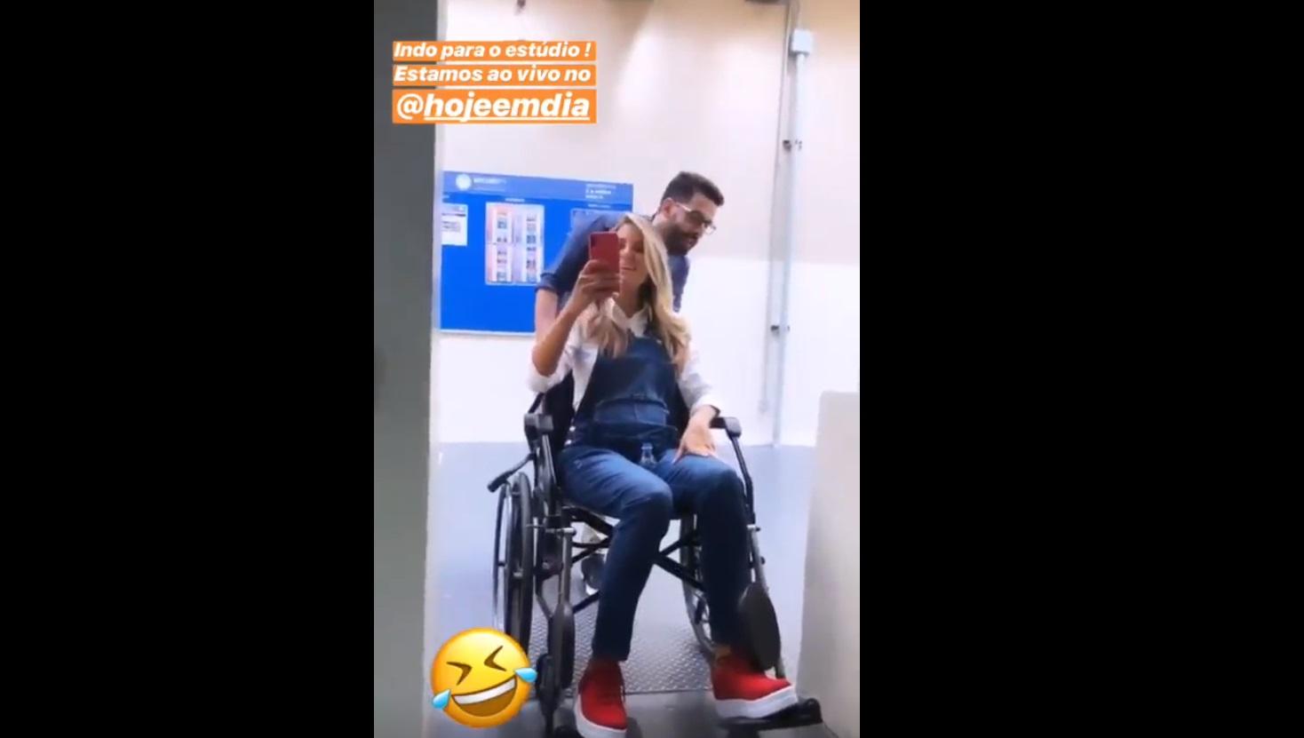 Ticiane Pinheiro aparece de cadeira de rodas e deixa fãs preocupados