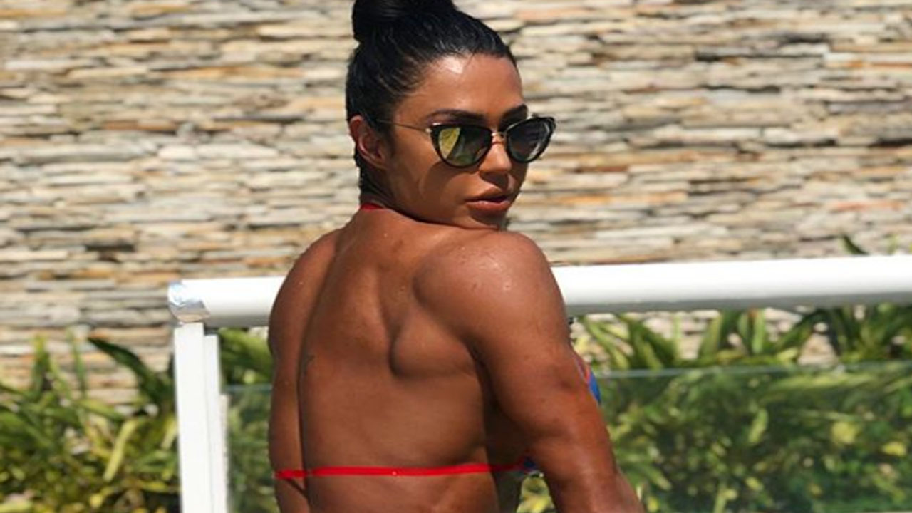 Gracyanne Barbosa exibe boa forma durante massagem