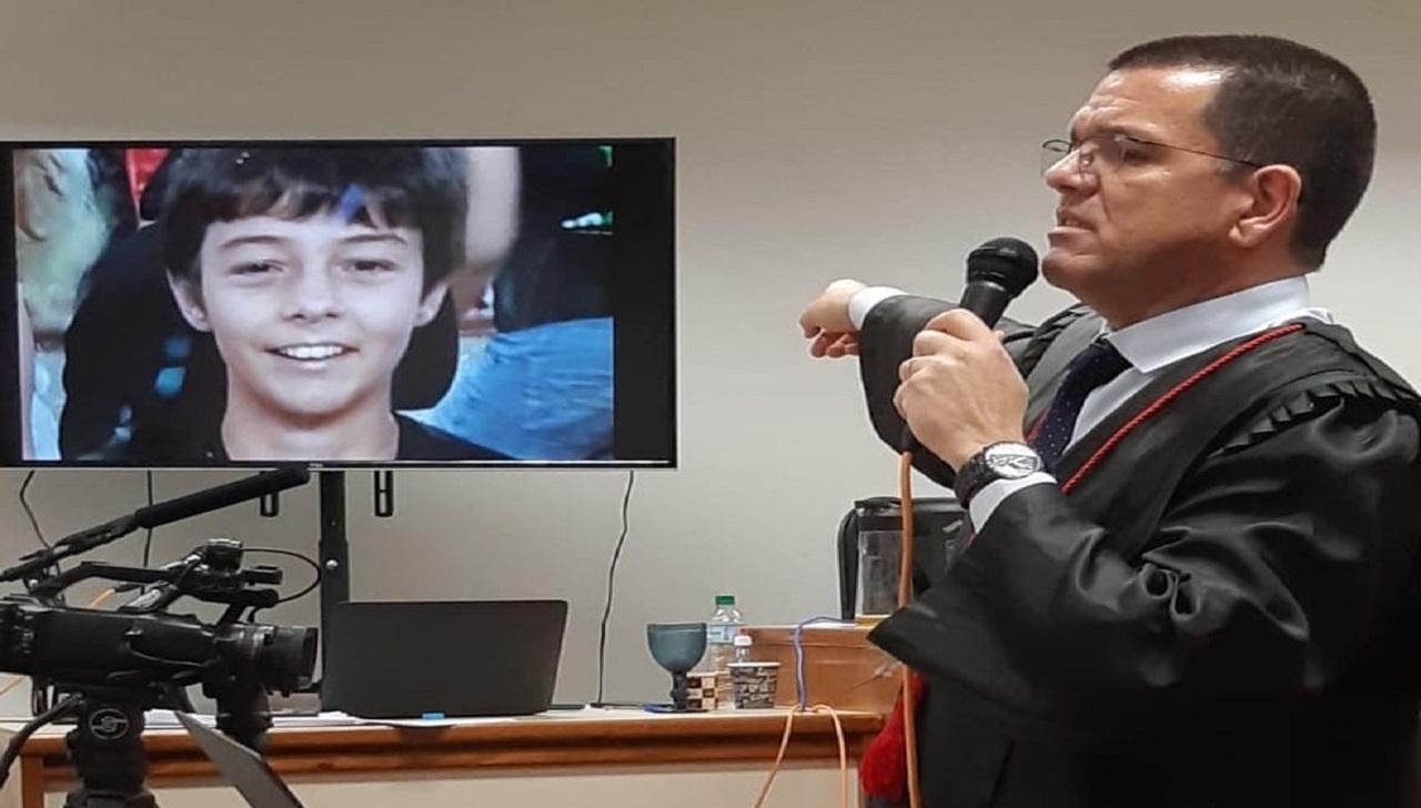 Foto do menino Bernardo é mostrada durante Júri