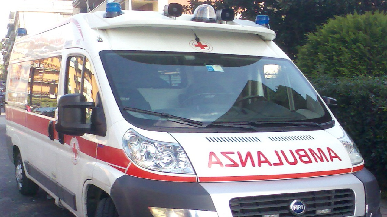 Modena, donna si getta dal decimo piano col nipotino in braccio: muoiono entrambi