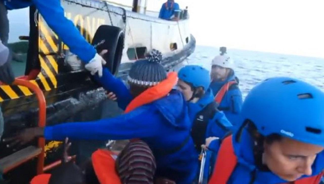 Nave italiana salva 49 migranti, il Viminale: 'Stoppare le azioni illegali delle Ong'
