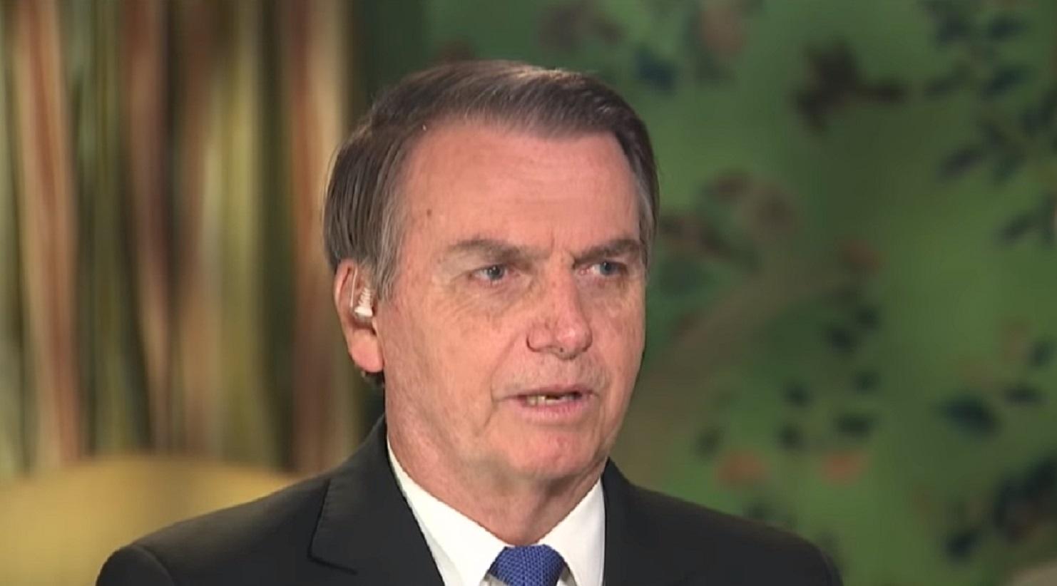 Jair Bolsonaro nega relação com milícias, diz que admira Trump e explica vídeo polêmico