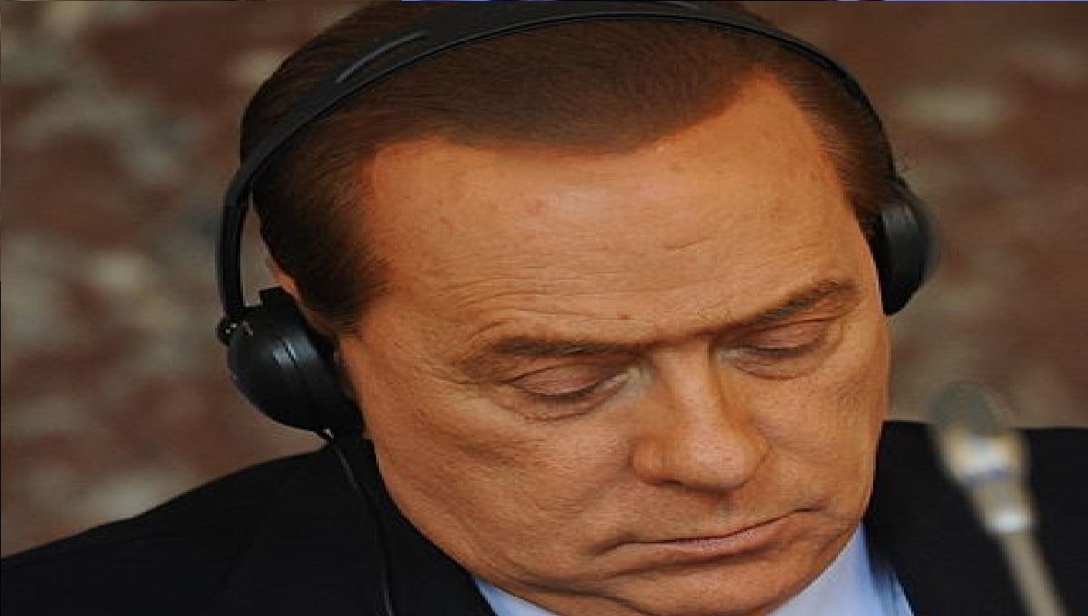 Berlusconi operato per un'ernia inguinale: sta meglio