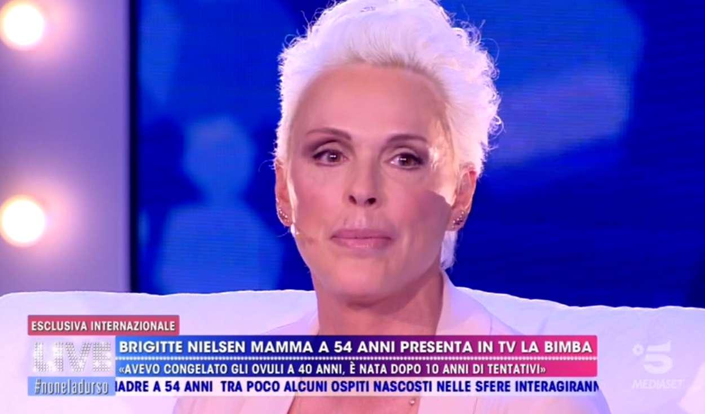 Live - Non è la D'Urso, tra gli ospiti Brigitte Nielsen: la donna di nuovo mamma a 54 anni