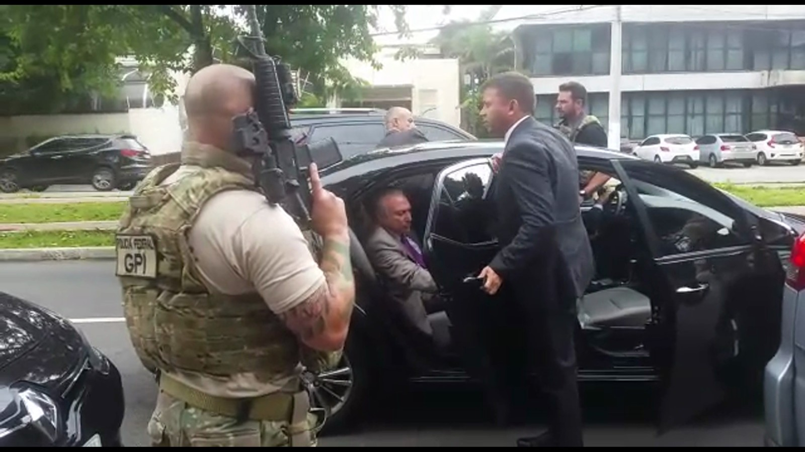 Ex-presidente Temer é preso e se indigna ao telefone: 'Barbaridade'