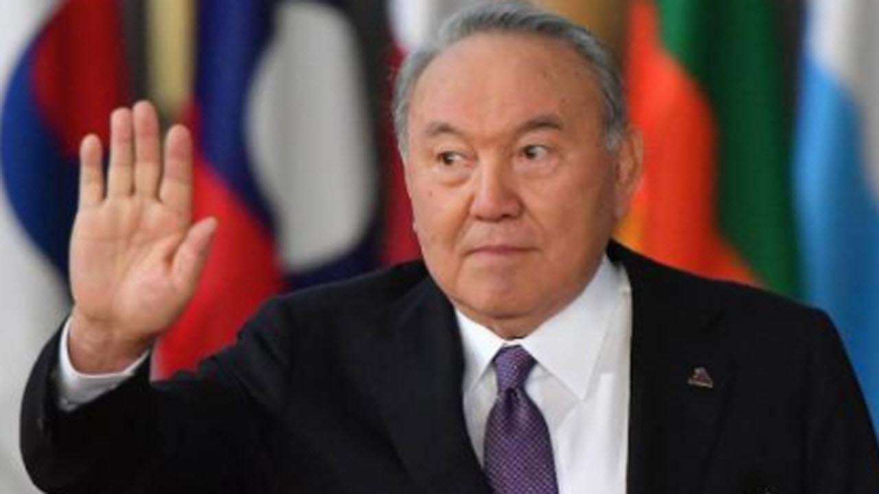 Nazarbayev si dimette, ma il suo potere invade il Paese