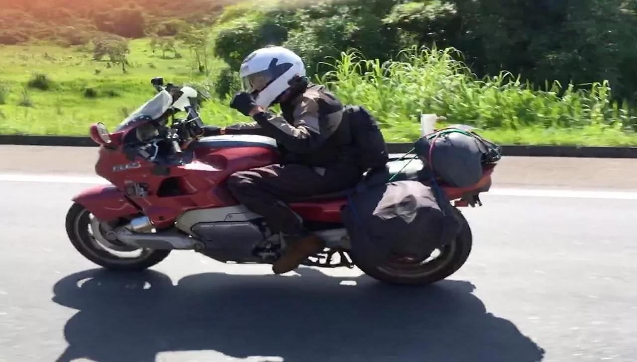 Ricardo Lyra, 64 anos, percorreu 18.400 quilômetros em uma moto