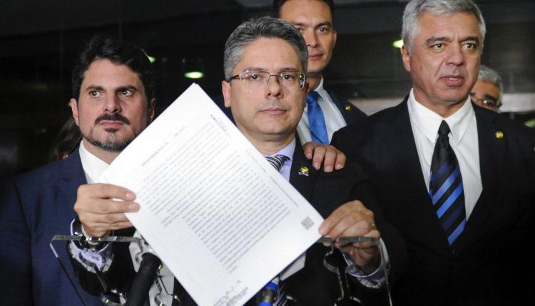 Em tom de desabafo, senador critica parecer contra CPI Lava Toga