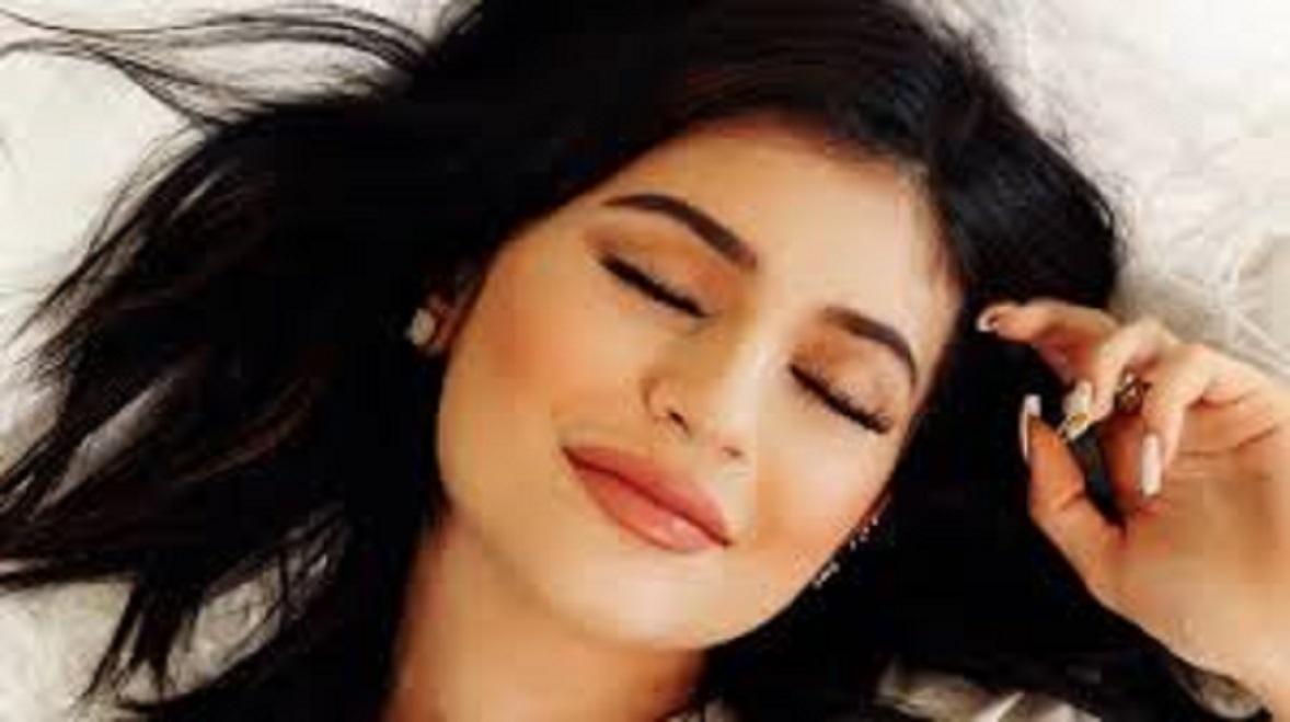 Kylie Jenner sème le doute sur une possible grossesse