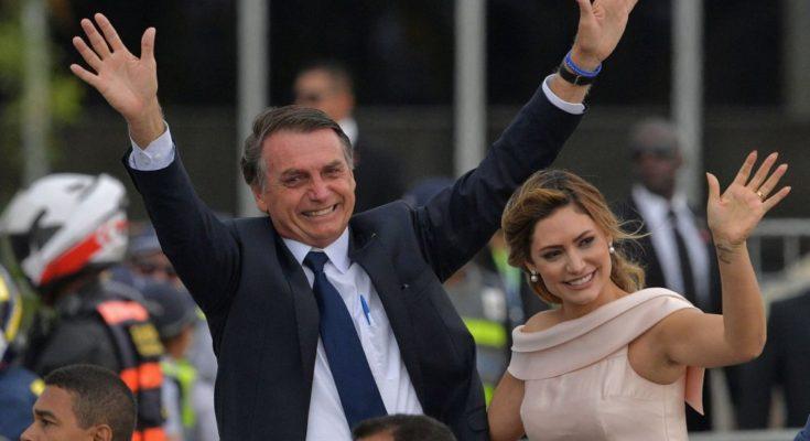 Avó da primeira-dama Michelle Bolsonaro vive em favela com esgoto a céu aberto