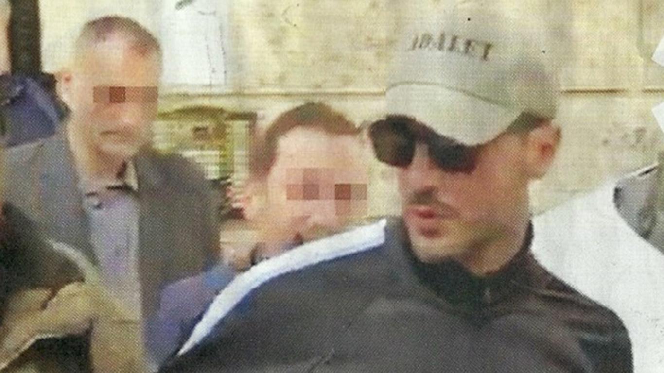 """Corona, le foto dell'arresto pubblicate da """"Diva e Donna"""": con lui anche il figlio Carlos"""