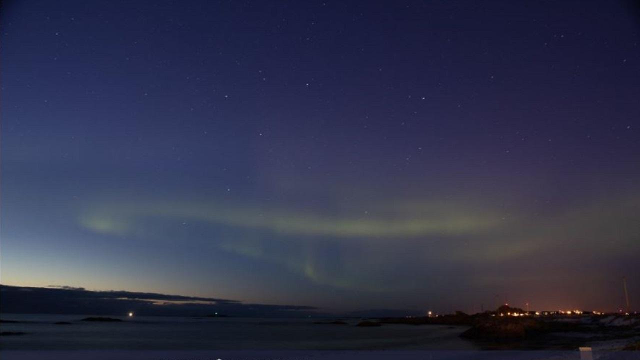 Norvegia: globi luminosi durante un'aurora boreale, ma era la Nasa