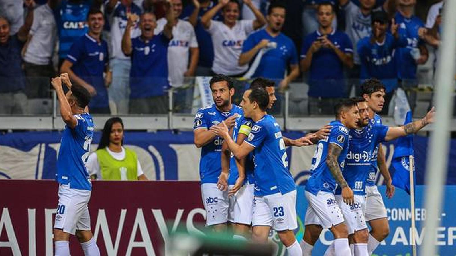Cruzeiro e Atlético iniciam decisão do Mineiro e situações bem distintas