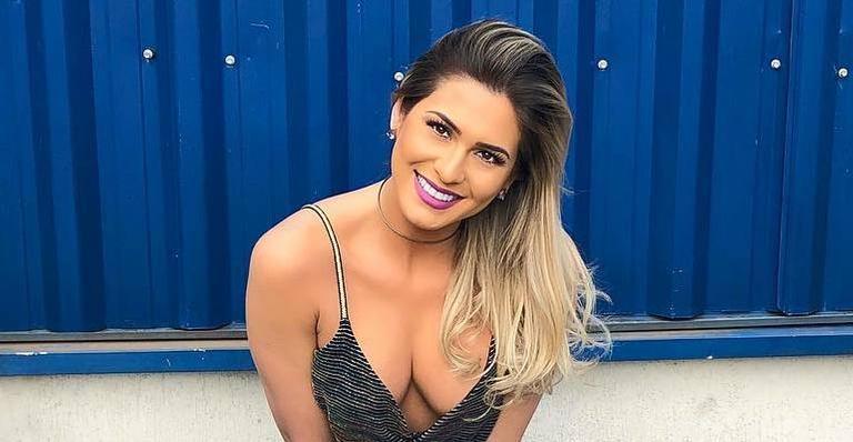 Lívia Andrade aparece com decote chamativo para apresentar o 'Fofocalizando'