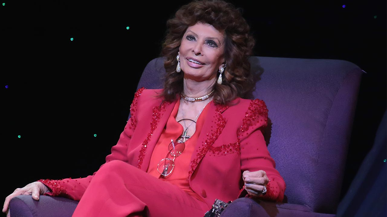 Sophia Loren ospite di A raccontare comincia tu: l'attrice si racconta con Raffaella Carrà
