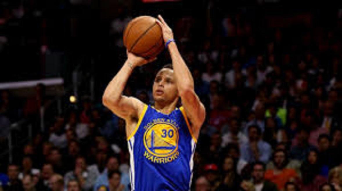 Steph Curry bat le record de 3 points en Playoffs