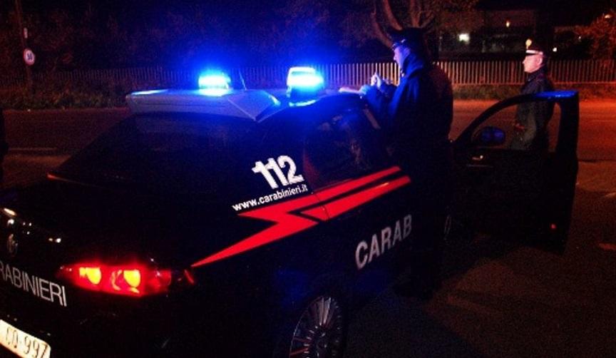 Bologna, naviga sul web di notte e la moglie lo picchia: lui chiama i carabinieri