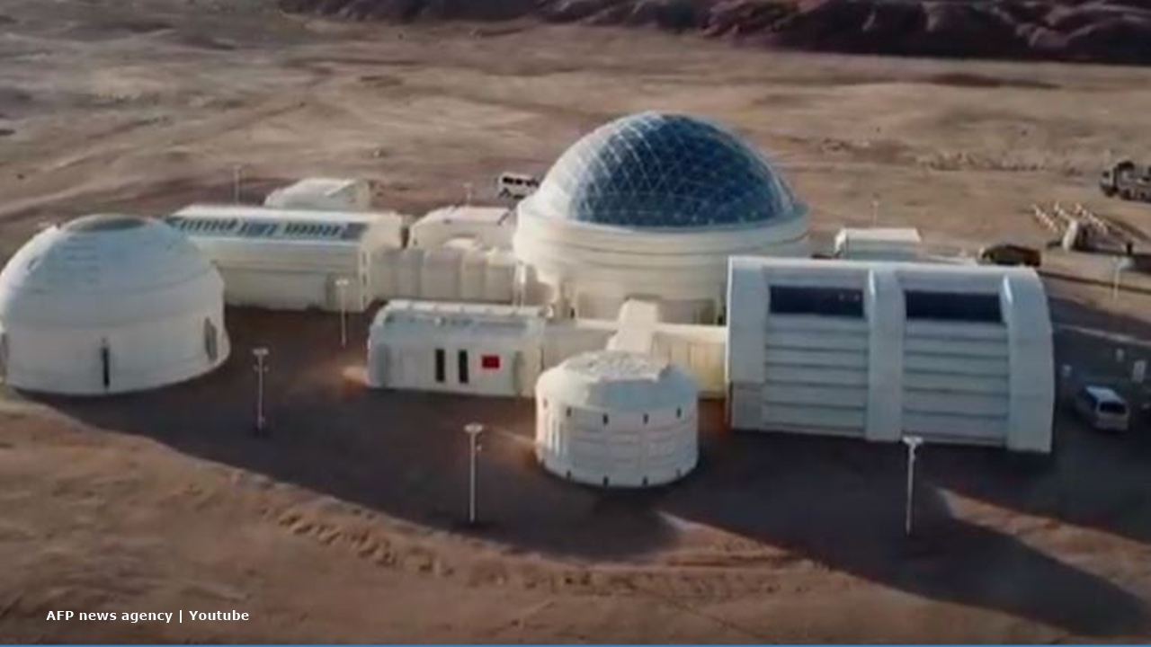 China educates youngsters and tourists by creating a Martian environment