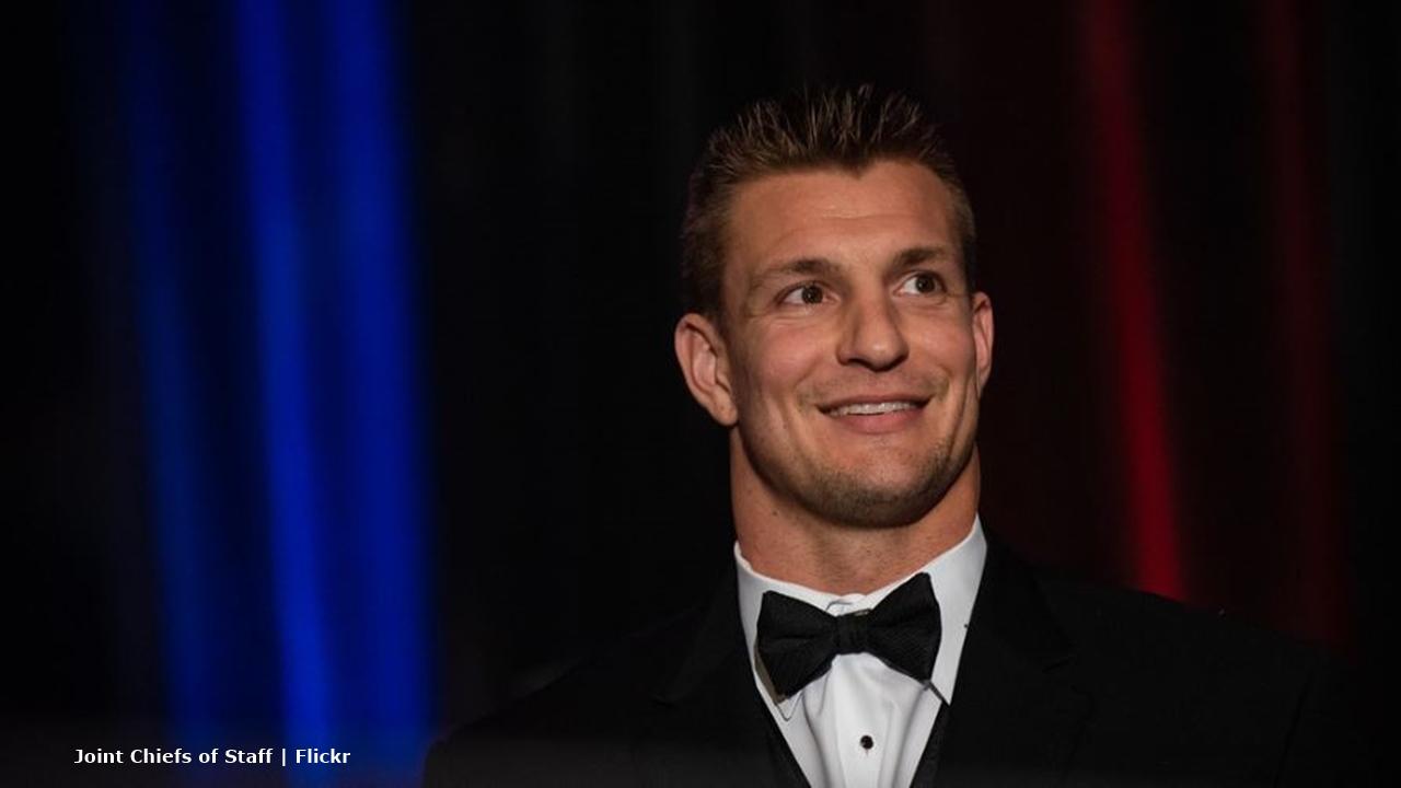 New England Patriots: Gronkowski dents Lombardi Trophy, Tom Brady reacts