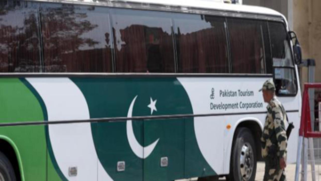 Pakistan: assalto armato ad un autobus