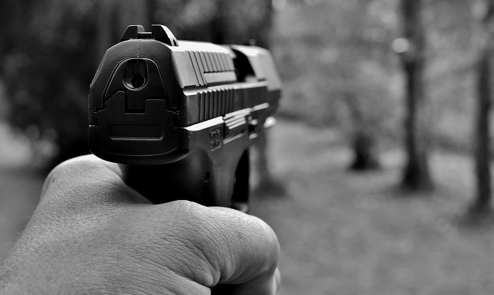 Duas pessoas são executadas a tiros em bairro de Porto Alegre