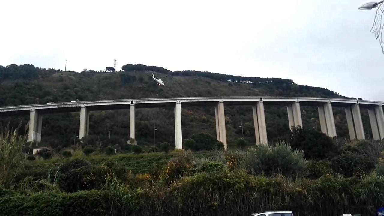 Calabria, giovane di 30 anni si getta dal viadotto e muore