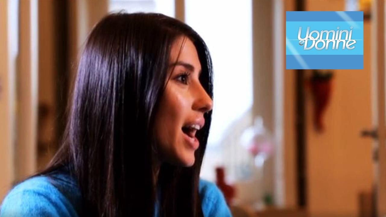 Uomini e donne: Angela Nasti si sarebbe 'rifatta' seno e labbra a 17 anni