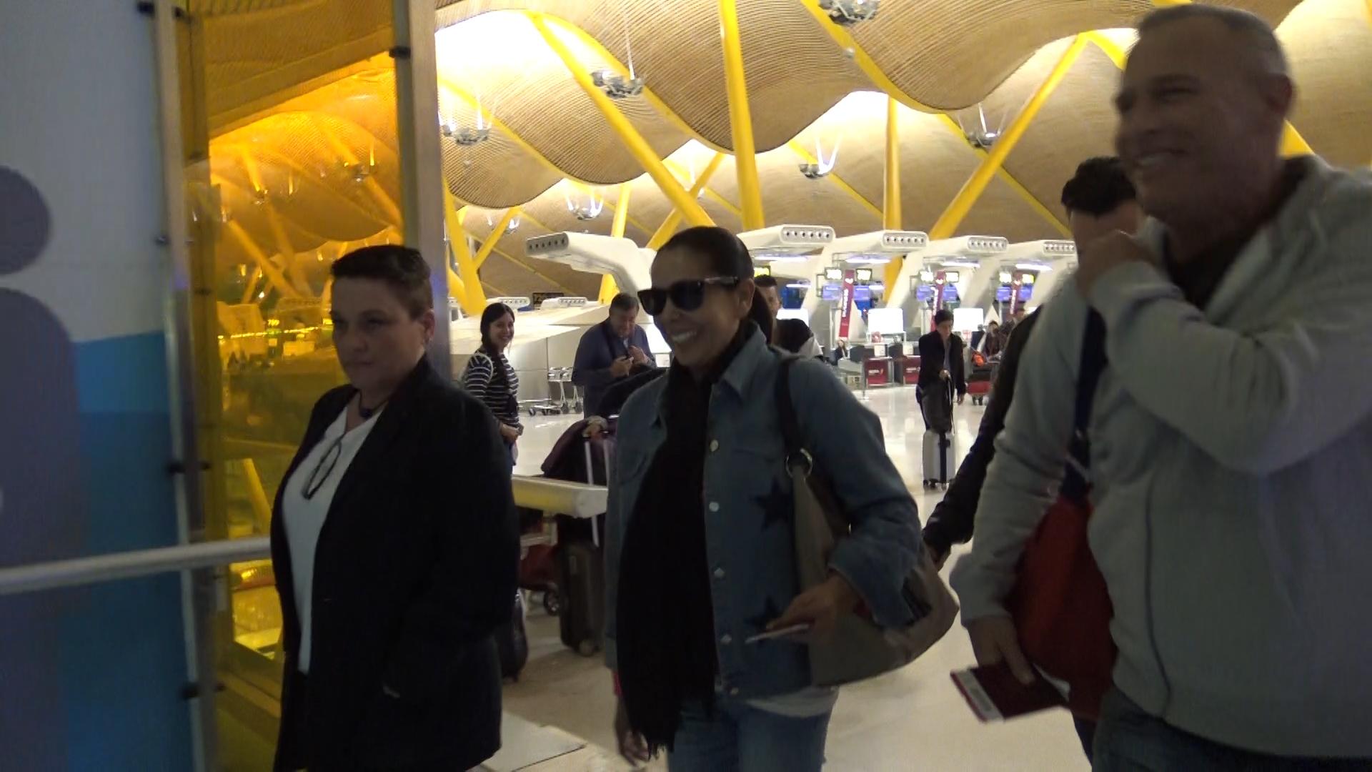 Durante el vuelo a Honduras, Isabel Pantoja se veía desencajada