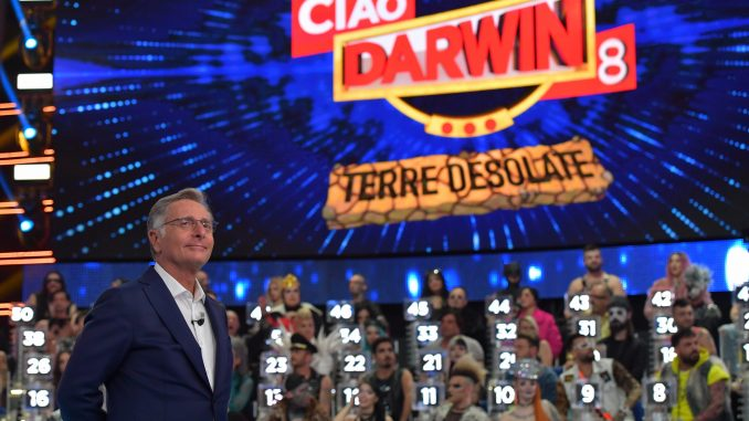 Ciao Darwin, concorrente caduto dai rulli a rischio paralisi