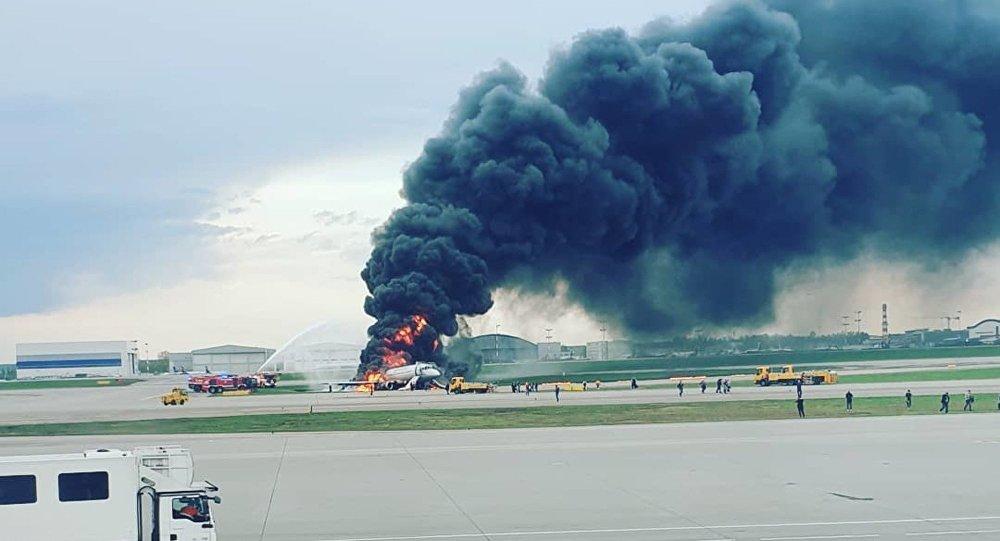 Pouso forçado de avião causa a morte de mais de 40 pessoas na Rússia