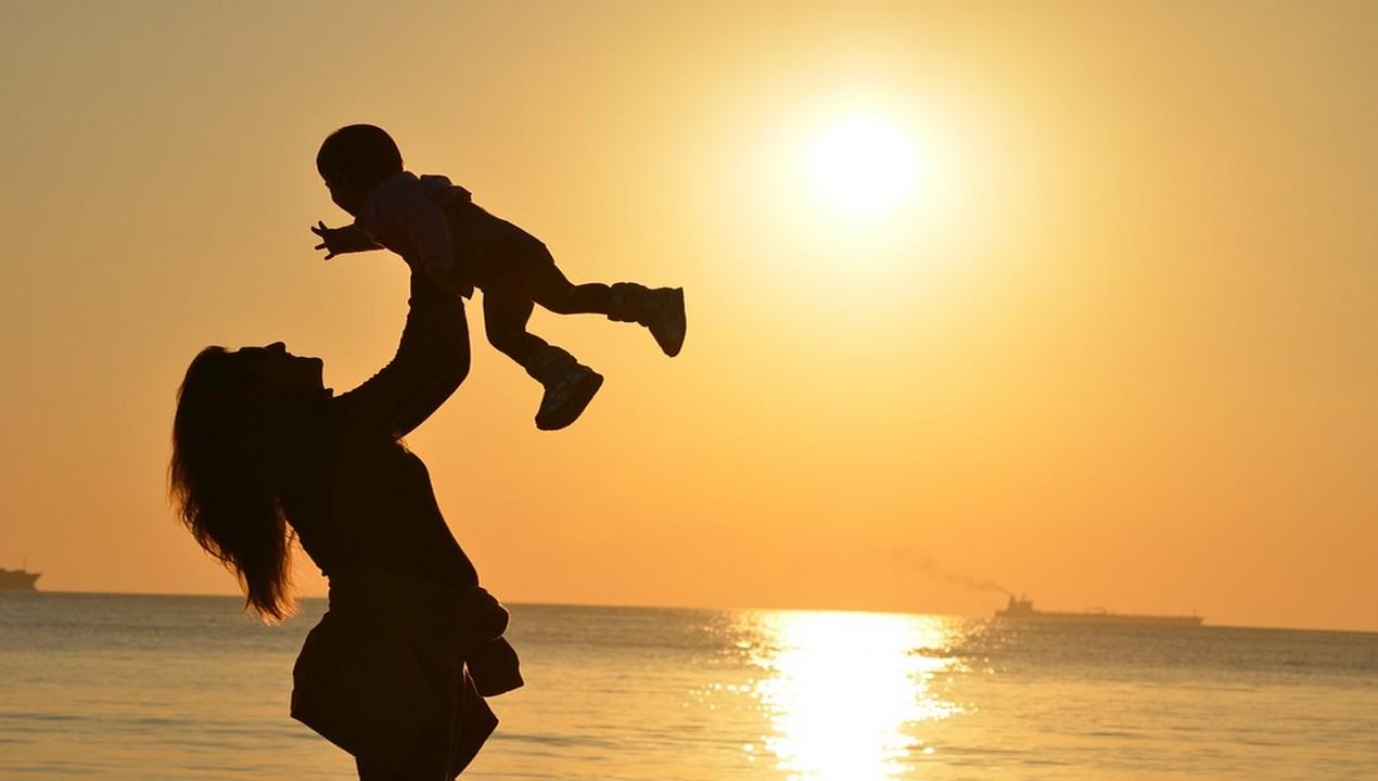 Festa della mamma, frasi di auguri da dedicare su Facebook e Whatsapp