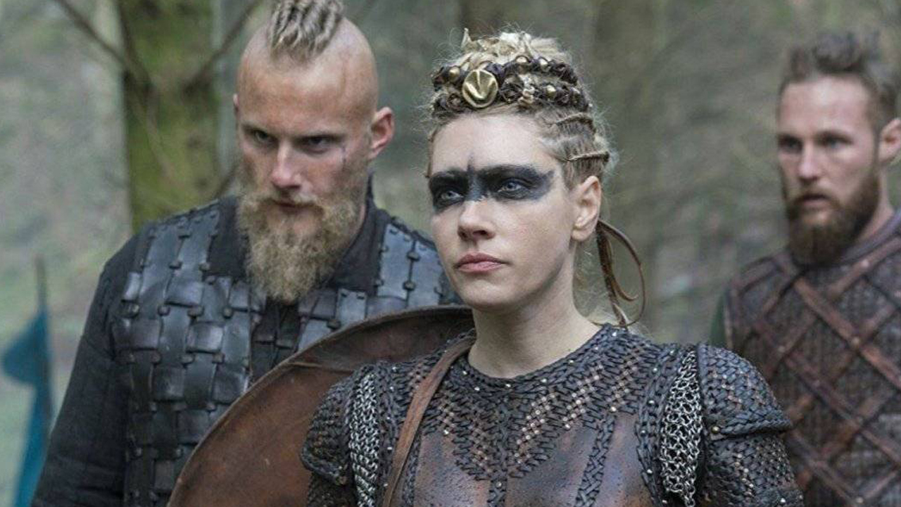 Bjorn aparece com novo visual em foto da sexta temporada de 'Vikings'