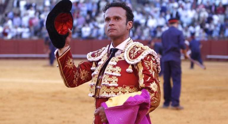 El torero, Antonio Ferrera, hospitalizado tras caer por un puente en Badajoz