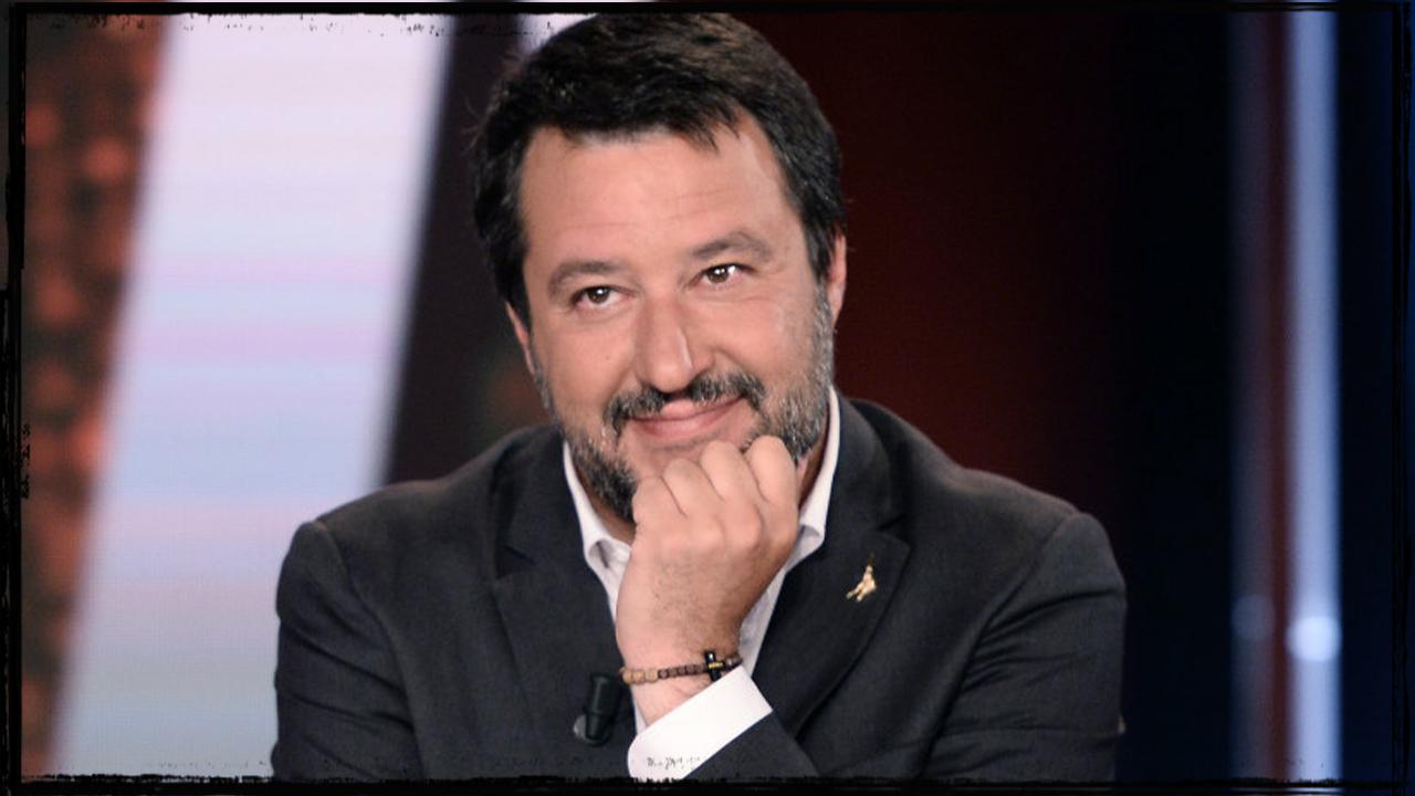 Milano, striscione anti-Salvini: interviene la Digos, autore rischia denuncia