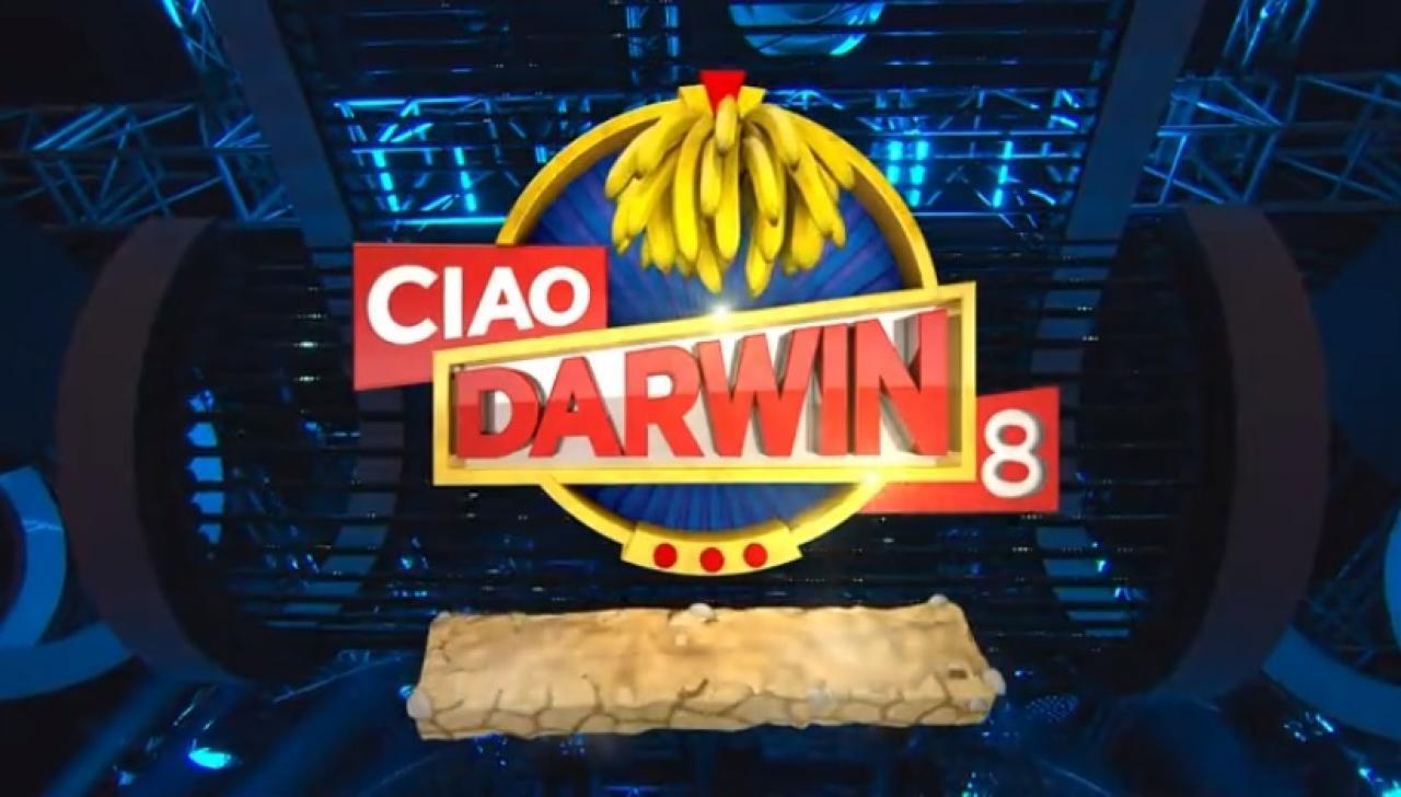 Ciao Darwin 8: la sfida della nona puntata di venerdì 17 maggio sarà Web contro Tv