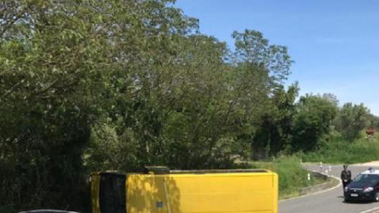 Padova, uno scuolabus si ribalta: feriti sette studenti