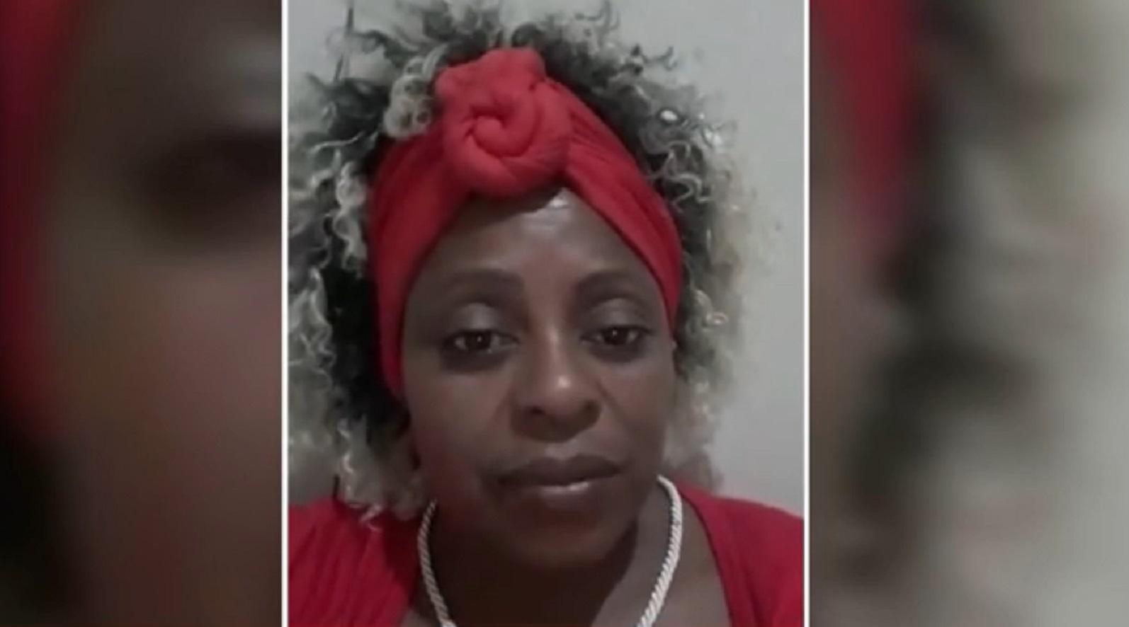 Após 25 anos, Cleusa de mala e cuia consegue o divórcio e faz promessa para comemorar