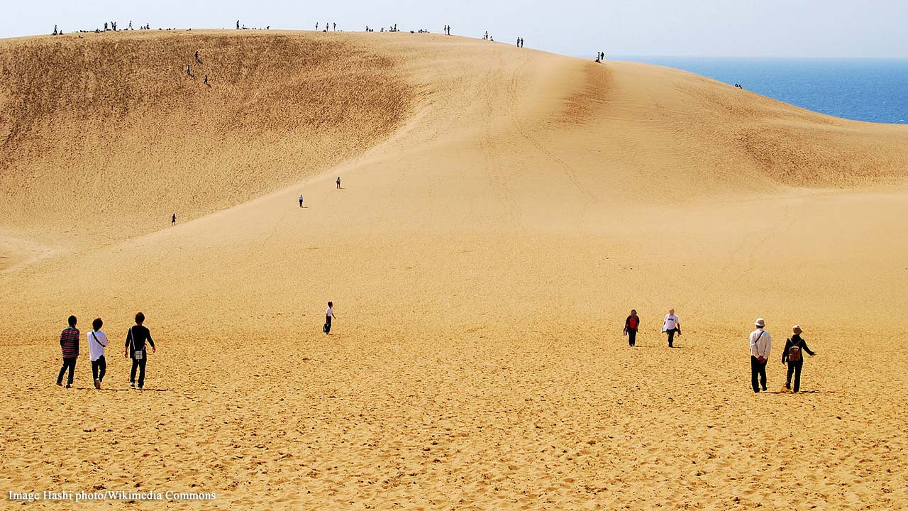 Tottori Beach, Japan: Increased sand dune graffiti by tourists raising concern