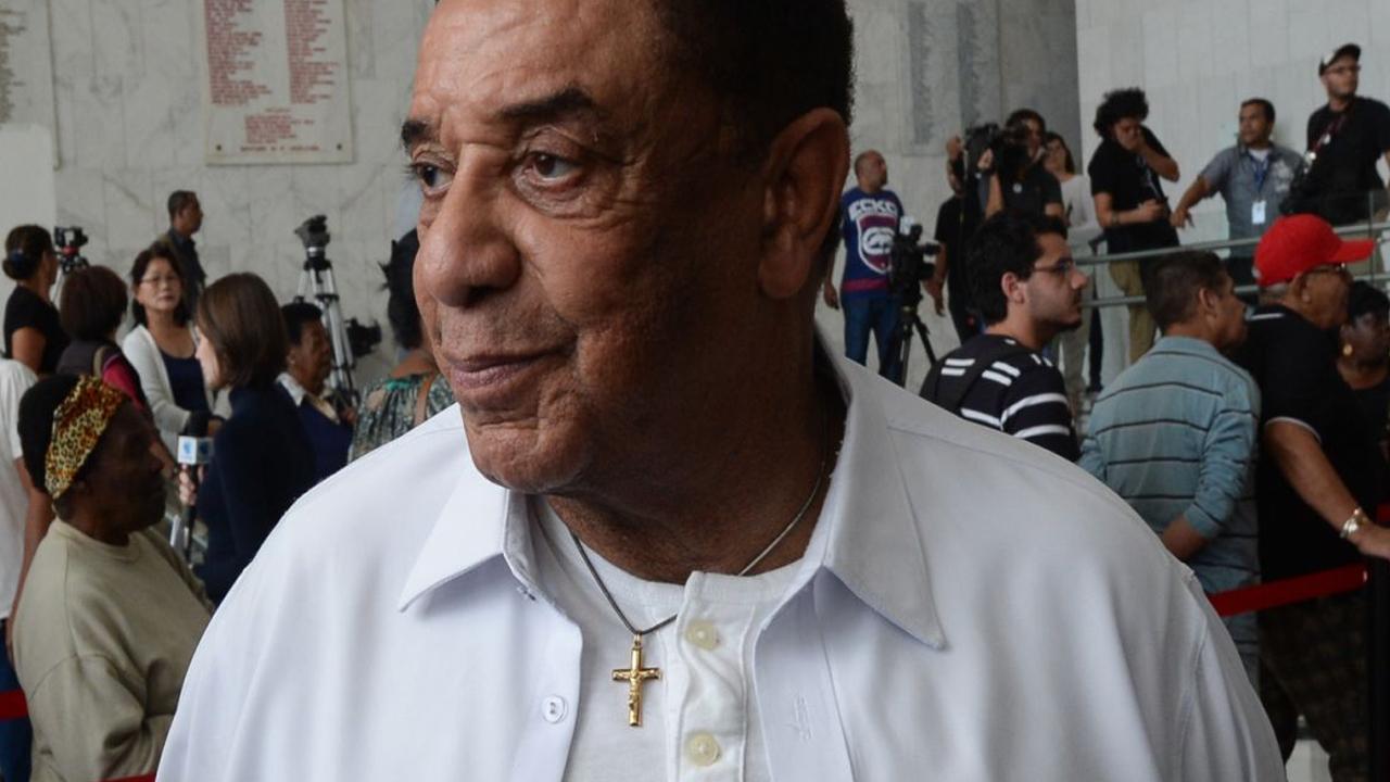Agnaldo Timóteo é internado na Bahia, suspende show e grava vídeo no hospital