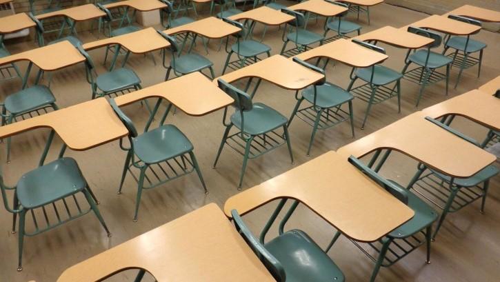 Brescia, professore si toglie la vita a scuola: malore per le studentesse