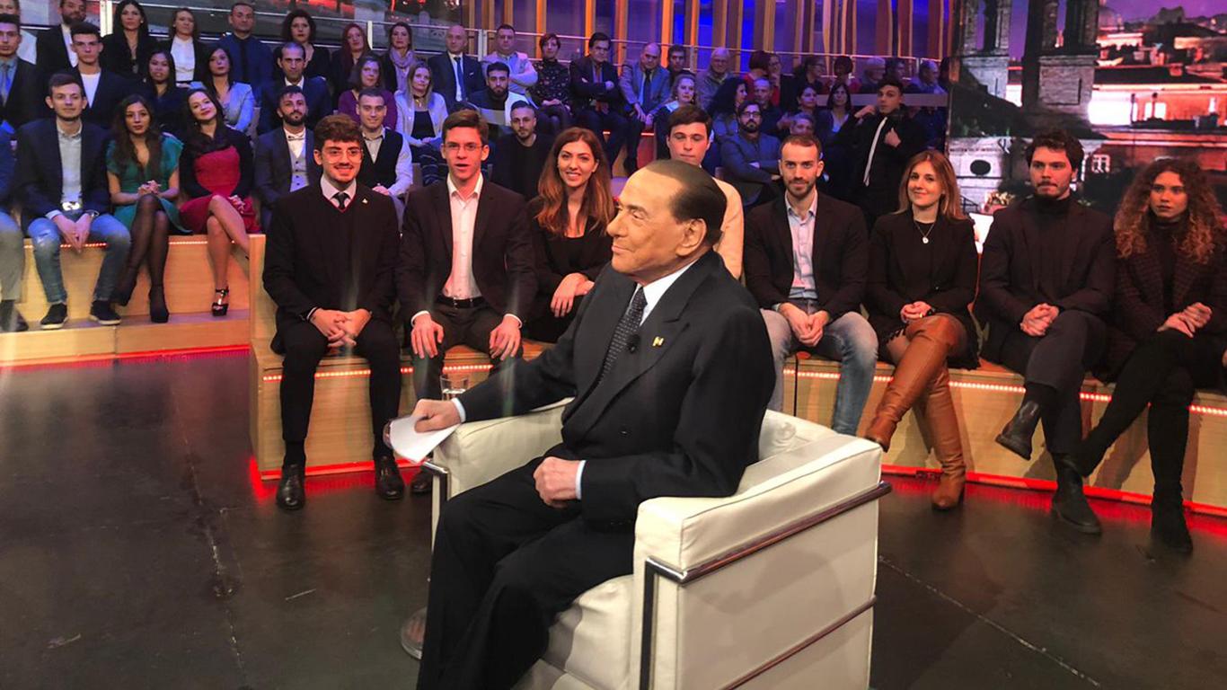 """Quarta Repubblica, Berlusconi in un fuorionda rivela le sue prestazioni """"fisiche"""""""