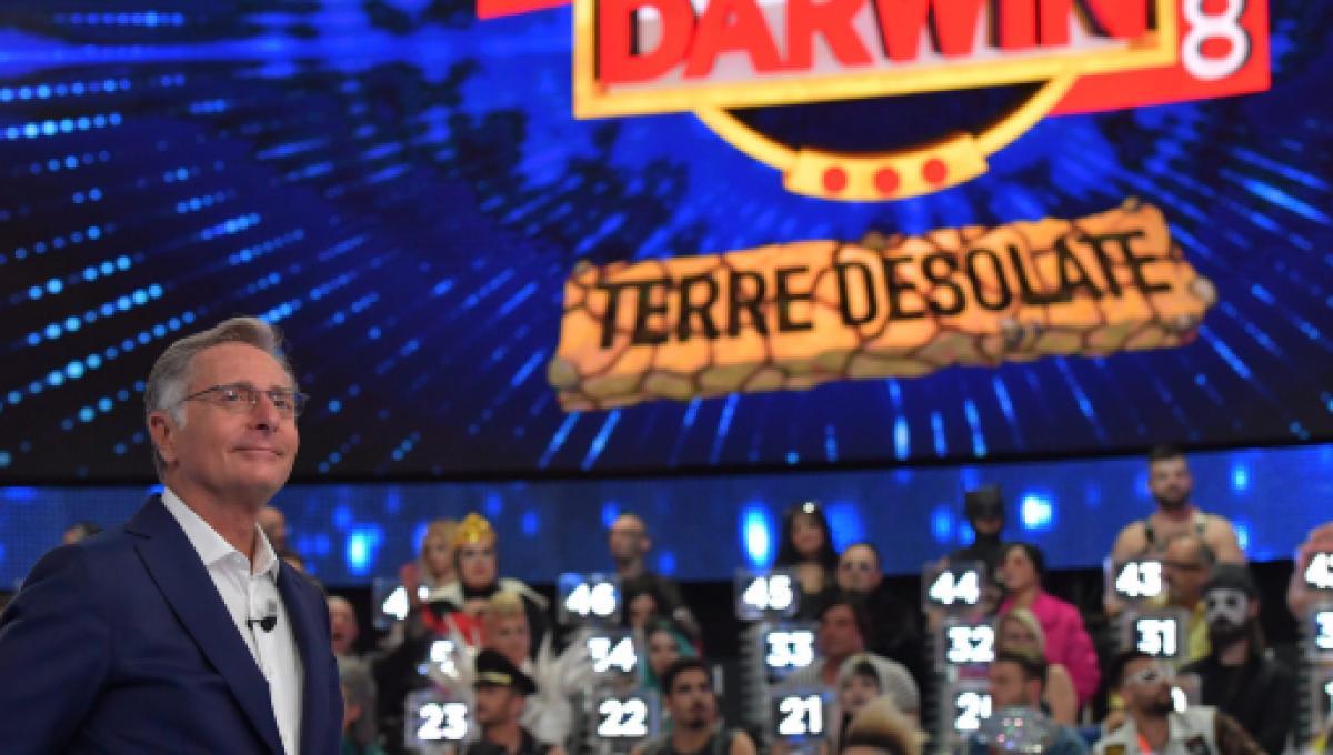 Ciao Darwin 8, stasera ultima puntata: in forse la riconferma dello spettacolo
