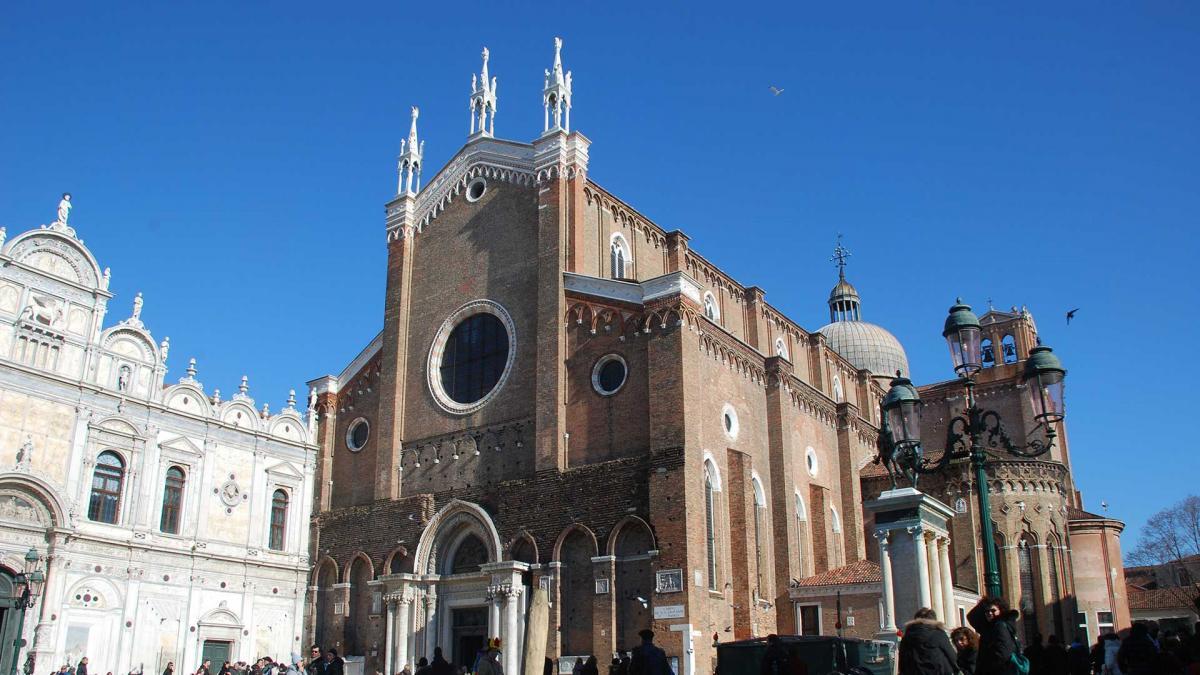 Venezia, giovane si sarebbe gettato nel vuoto dalla Basilica di San Giovanni e Paolo